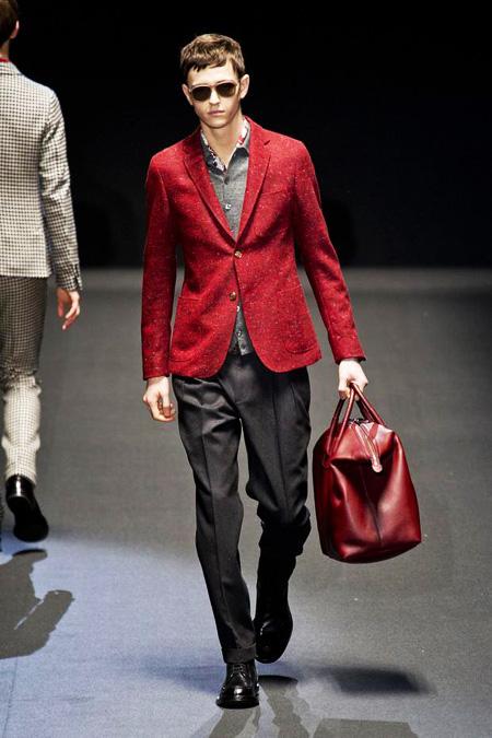 Mẹo mặc đẹp với màu đỏ cho nam giới bạn có biết?