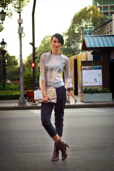 Mẫu Trang Khiếu diện áo lưới xuyên thấu khoe nội y