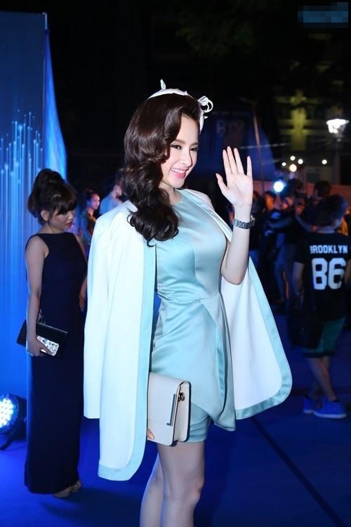 Hot Girl Phương Trinh, Thục Quyên bắt thời trang của sao ngoại