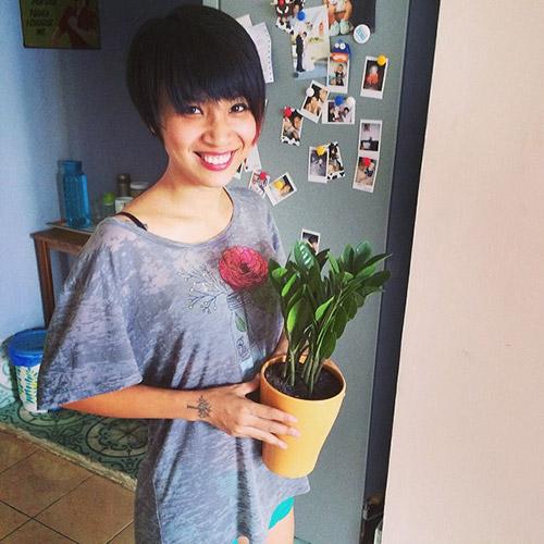 MC Thùy Minh mặc áo bà đẻ siêu đẹp