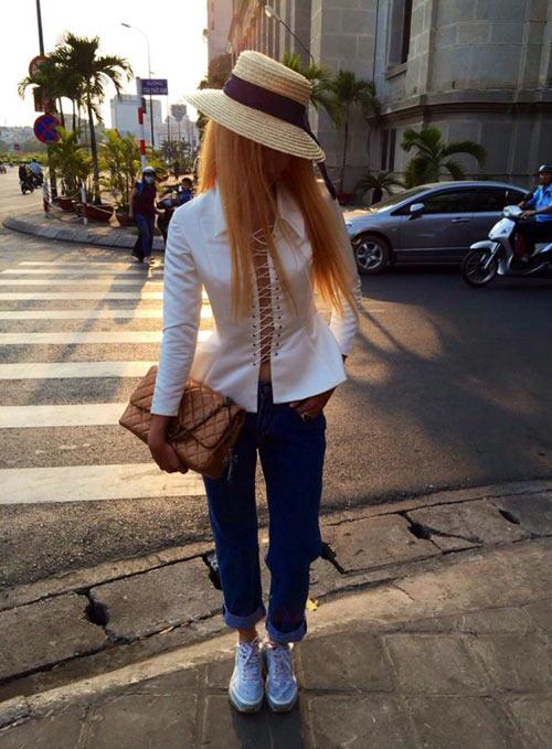 Huyền Trang nổi loạn với tóc vàng hoe