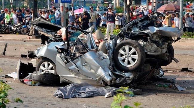 Mercedes và Toyota sản xuất, xe nào an toàn hơn khi gặp tai nạn?