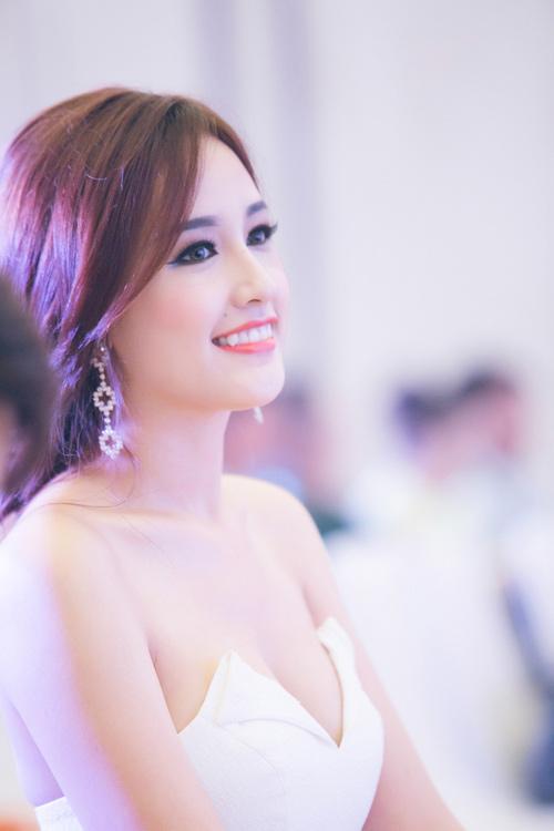 Phong cách sở thích đeo khuyên tai của Hoa hậu Việt độc đáo