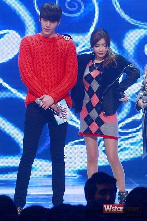 Những sao nam xứ Hàn rực rỡ cùng trang phục nổi màu