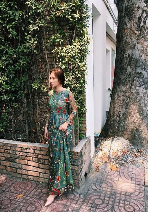 Angela Phương Trinh và Kỳ Duyên cùng lên đồ đọ dáng theo phong cách đối lập
