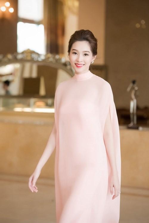 Phong cách tương phản của Đặng Thu Thảo, Phạm Hương