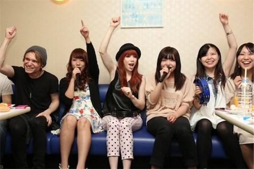 4 lý do khiến bạn không muốn dùng chung micro khi đi hát karaoke