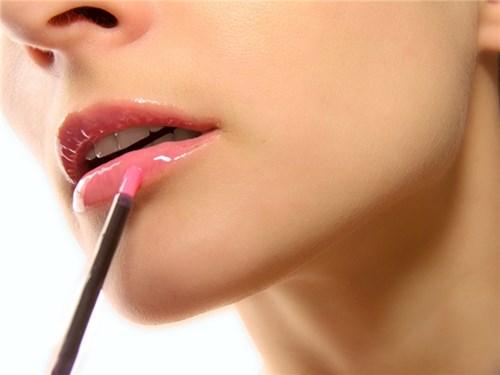 Bạn nữ có chắc mình đã biết viền môi đúng cách?