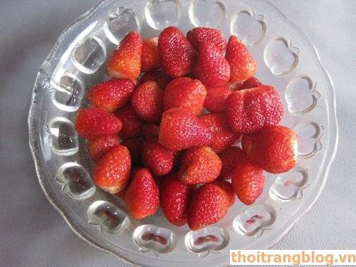 Cách làm mứt dâu tây mật ong thơm ngon đón Tết hạnh phúc