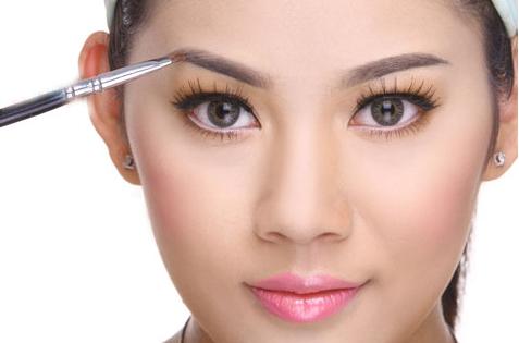 Cách trang điểm cho da mặt nhờn dầu đúng cách hiệu quả