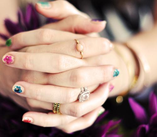 Cách vẽ móng tay nail hoa cho nàng nổi bật điệu đà xuống phố tự tin