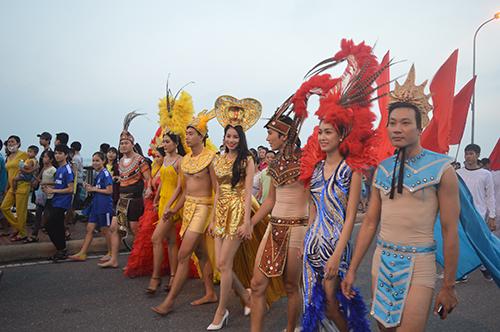 Đồng Hới tổ chức đua thuyền trên sông Nhật Lệ