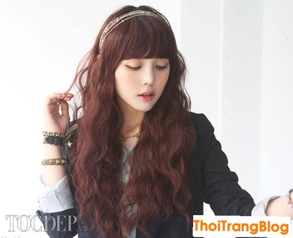 Kiểu tóc xoăn dài lọn nhỏ đẹp cho nàng khuôn mặt dài tự tin