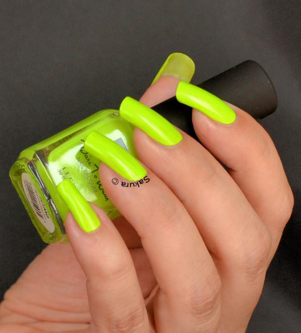 Móng tay màu neon xu hướng hot nhất mùa hè
