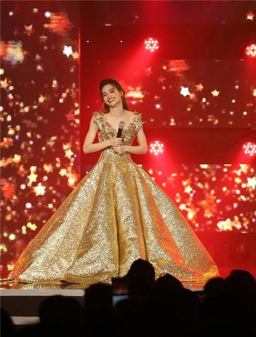 Ngắm 4 bộ váy khoảng nửa tỷ trong đêm nhạc Hà Hồ lộng lẫy