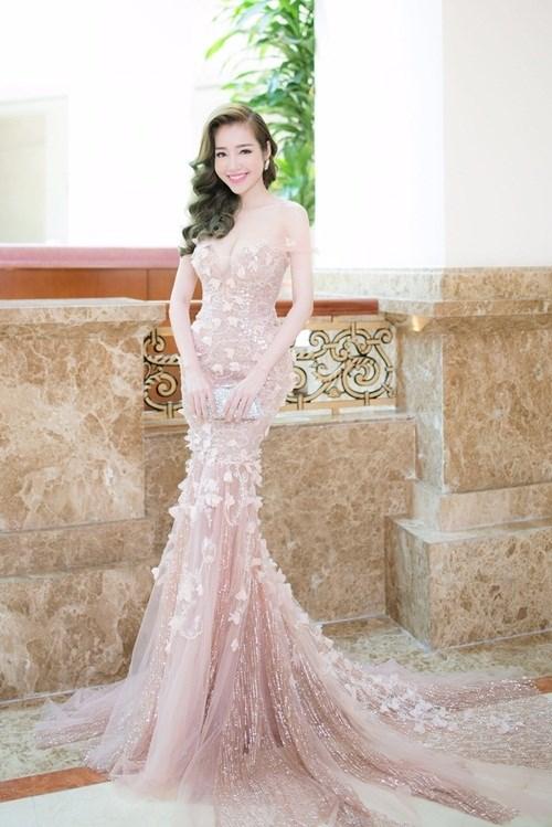 Ngắm nhìn Elly Trần, Phạm Hương quyến rũ với phong cách tương phản