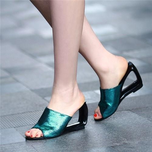 Những kiểu sandal các cô gái cần phải sắm ngay cho mùa hè này