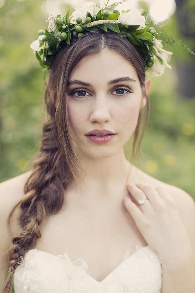 Những Kiểu tóc buông cho cô dâu ngọt ngào ngày cưới