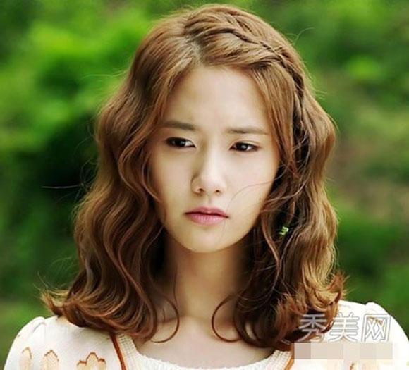 Những kiểu tóc xoăn ngắn ngang vai bồng bềnh cho sao kpop Hàn Quốc