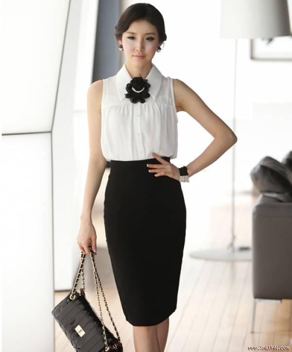 Phối áo sơ mi nữ trắng đẹp với chân váy đen sành điệu