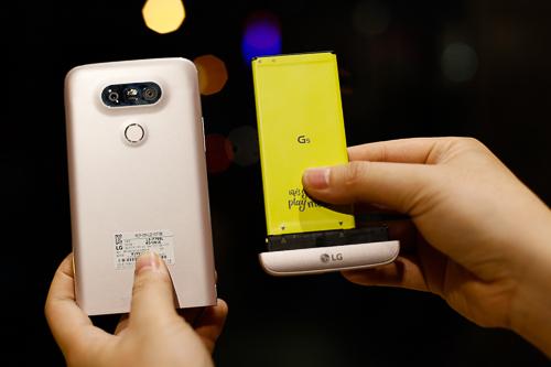So độ khó sửa chữa của smartphone cao cấp