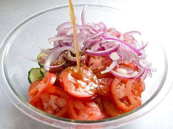 Thực đơn ăn kiêng khoa học với 4 món salad