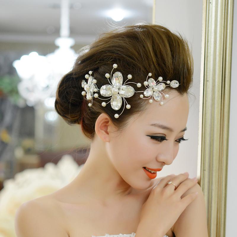 Tóc búi cao đẹp cho cô dâu quyến rũ trong ngày cưới