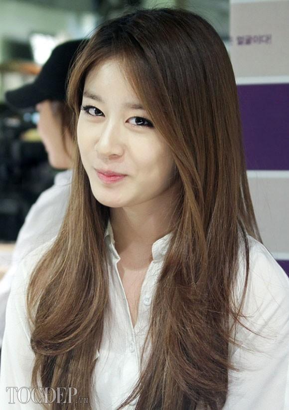 Tóc dài uốn xoăn gợn sóng cho nàng quyến rũ như sao Hàn Quốc