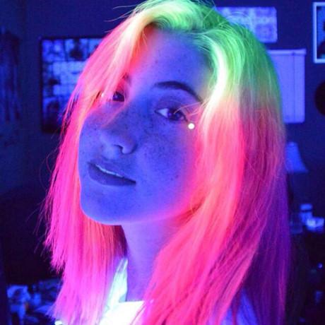 Tóc nhuộm màu dạ quang đẹp xu hướng của giới trẻ cá tính