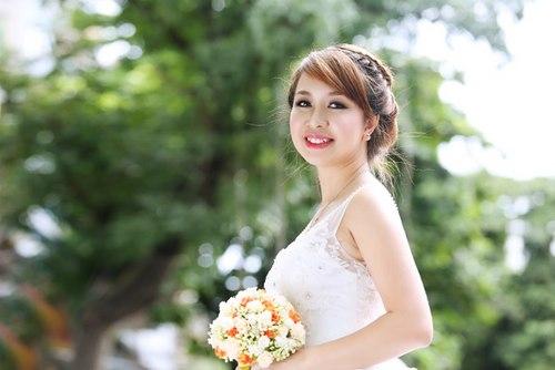 Tóc tết cô dâu đẹp dễ thương trong ngày cưới hạnh phúc