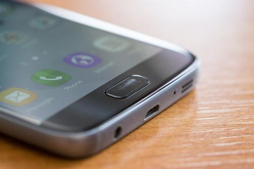 Galaxy S7 có phím Home dễ trầy xước