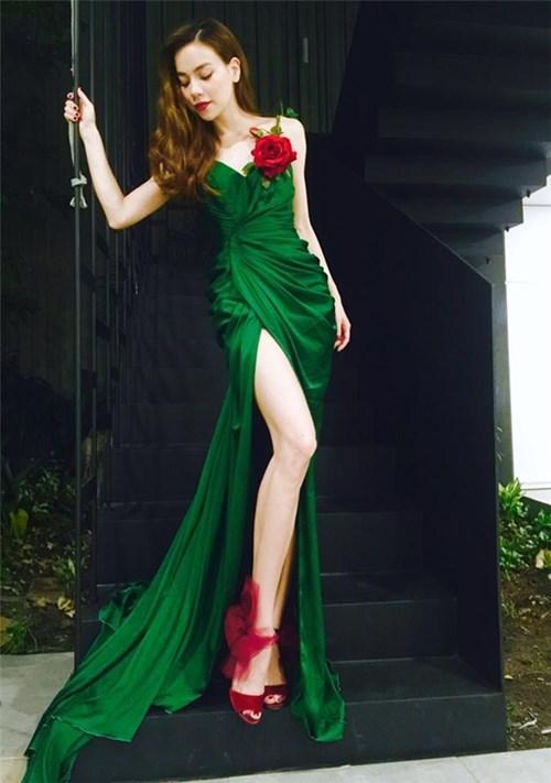 Hồ Ngọc Hà, Huyền My đẹp như tranh vẽ với trang phục lộng lẫy