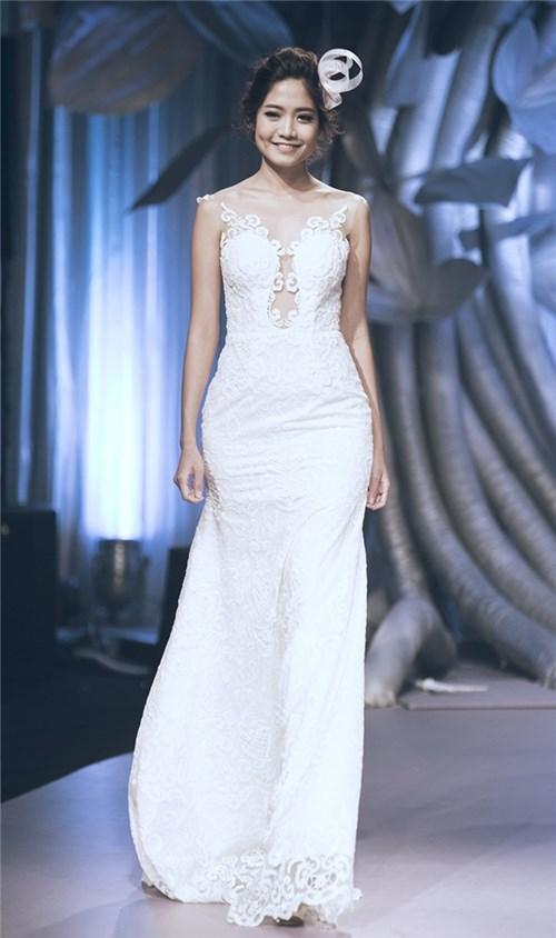 """Những chiếc váy cưới khiến các cô gái muốn """"theo chàng về dinh"""""""