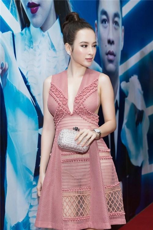 'Song Trinh' khiến người xem 'nóng mắt' khi diện váy hở bạo