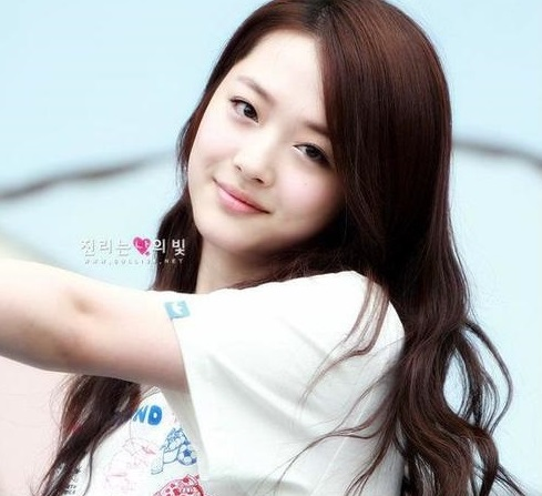 Tóc xoăn dài gợn sóng dễ thương như Idol Kpop
