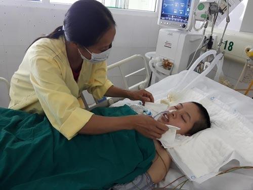 Sau cơn sốt cao, nữ sinh hôn mê sâu 2 tháng