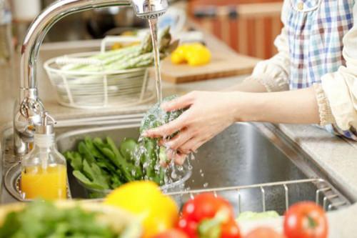 Sai lầm nghiêm trọng khi rửa rau cần lưu ý
