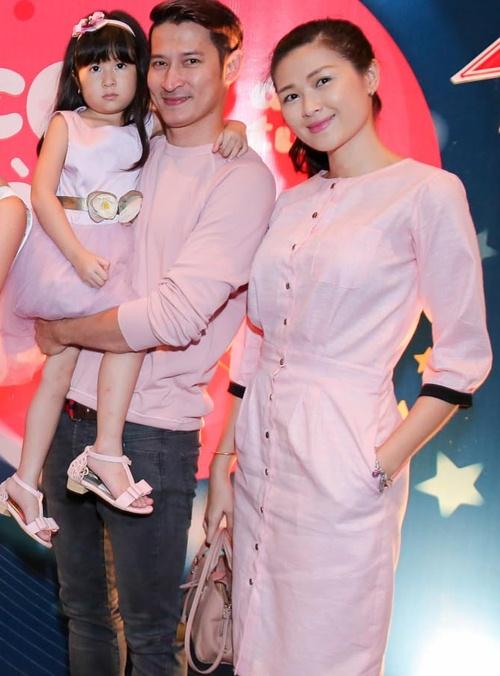 Huy Khánh lần đầu đưa vợ và con gái lên sóng truyền hình