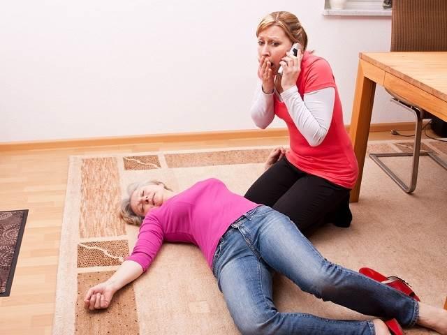 Hướng dẫn sơ cứu khi người thân mắc chứng đột quỵ
