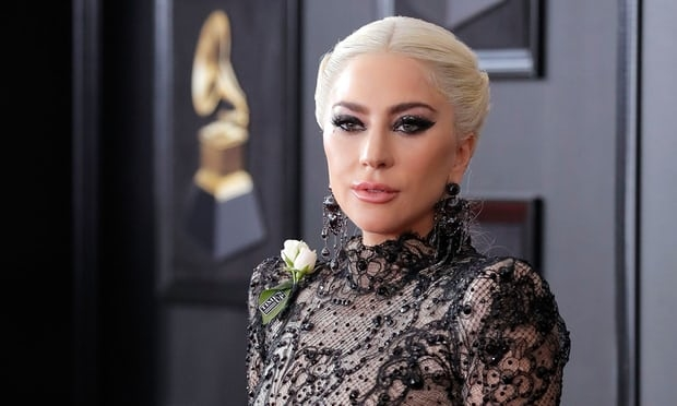 Các ngôi sao trên thảm đỏ Grammy 2018