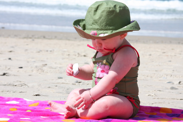Những lưu ý cha mẹ cần biết khi cho con đi biển