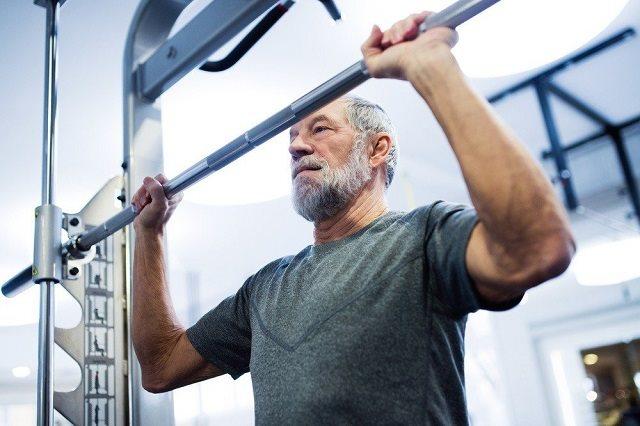 Tập luyện nhẹ nhàng giúp tăng sức khỏe cho người cao tuổi