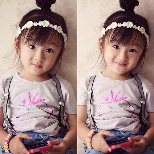 Bé gái Việt lai Tây siêu đáng yêu