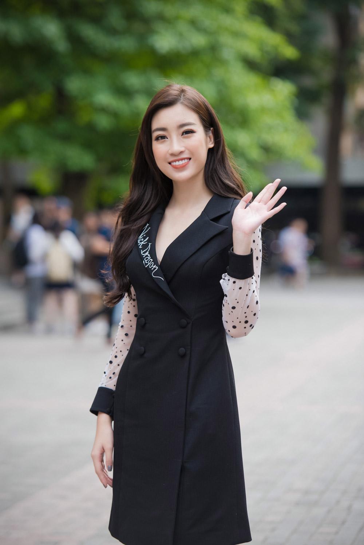Đỗ Mỹ Linh và Hà Kiều Anh đồng loạt lăng xê thời trang đen