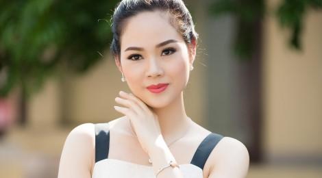 Hoa hậu Mai Phương tái xuất xinh đẹp sau 16 năm đăng quang