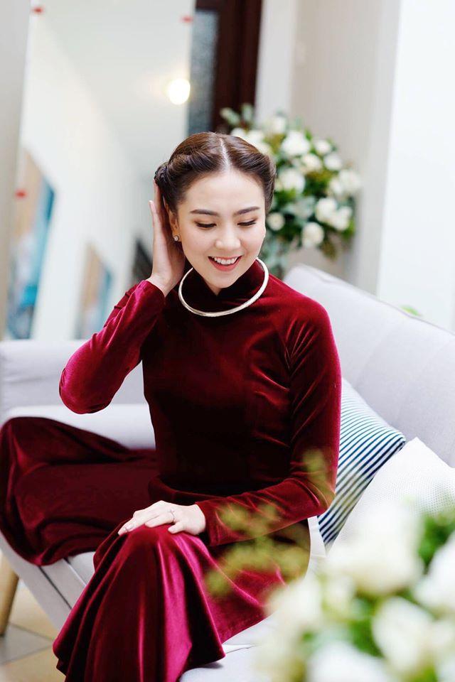 Áo dài đỏ của sao Việt đầy thanh lịch