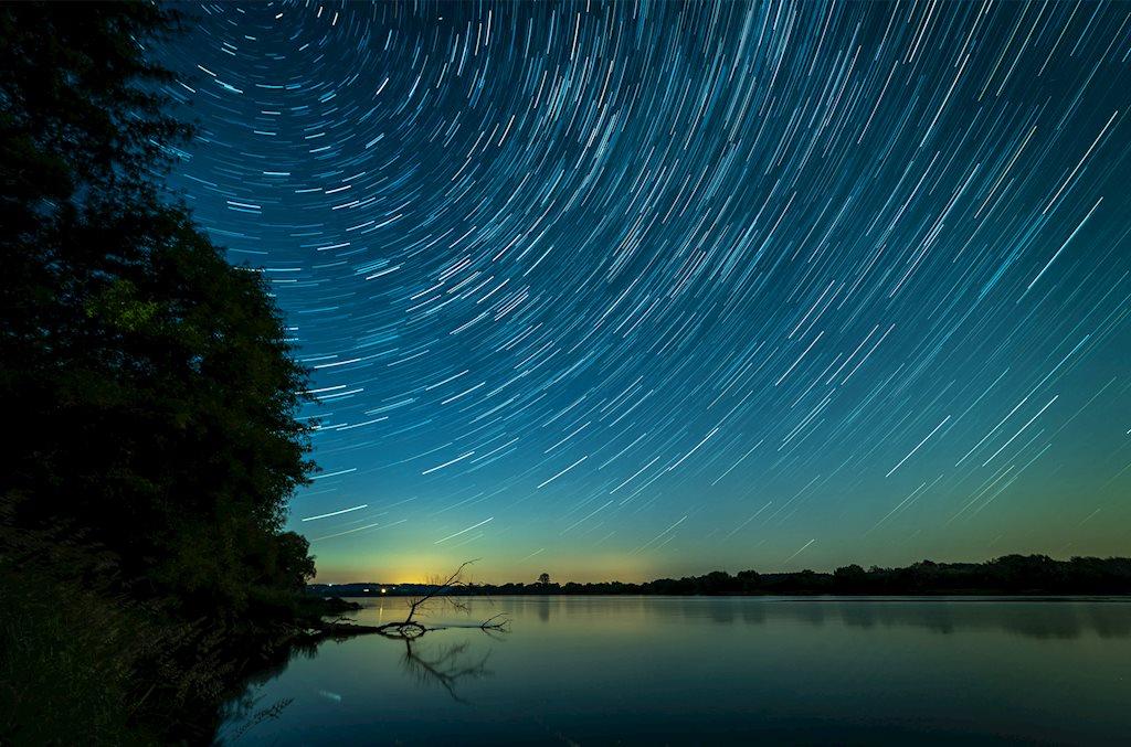 Bầu trời về đêm qua ống kính nhiếp ảnh đầy kỳ diệu