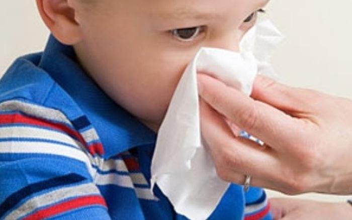 Cẩn trọng với thời tiết mùa nắng để trẻ không bị chảy máu cam