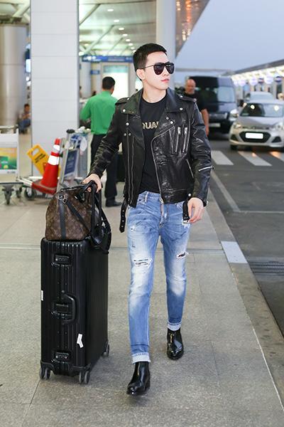 Người mẫu Võ Cảnh diện 'cây' hàng hiệu ở sân bay