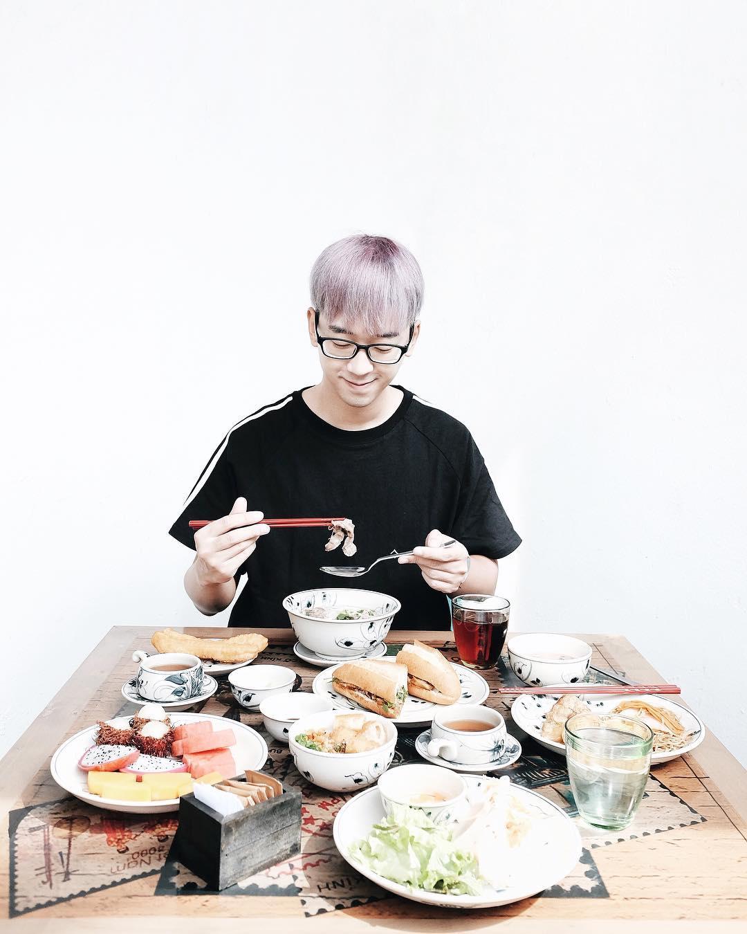 Anh chàng chuyên review đồ ăn với chất giọng Hà Nội hấp dẫn